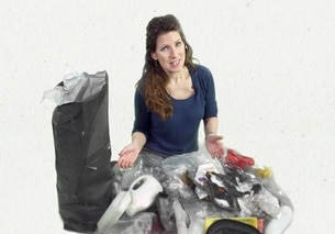 Swissinfo journalist Susan Misicka with a pile of rubbish she collected