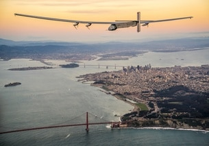 Solar Impulse mentre sorvola le isole Hawaii