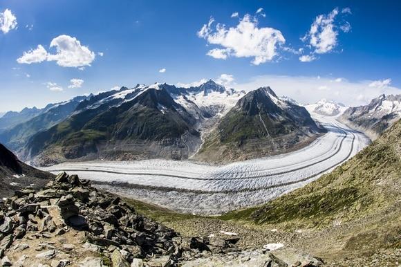 Una vista dall alto del ghiacciaio dell Aletsch.